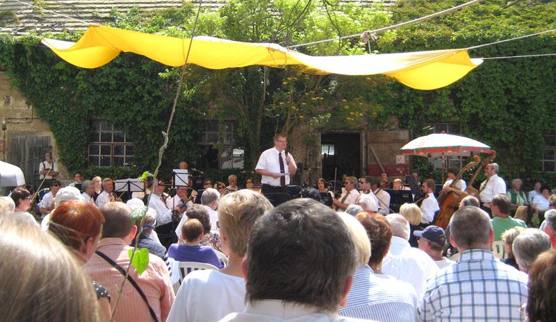 Bauernhofkonzert auf Kloster Posa – Musiker zieht es aufs Land