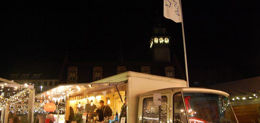 Posa auf dem Weihnachtsmarkt